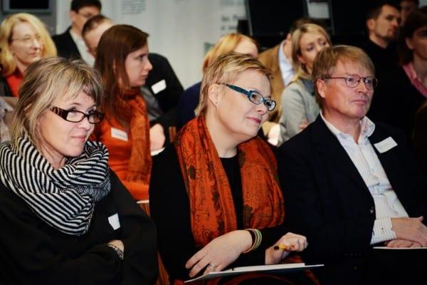 Tutkijat Elina Noppari ja Katja Valaskivi Tampereen yliopistosta ja professori Matti Sintonen.