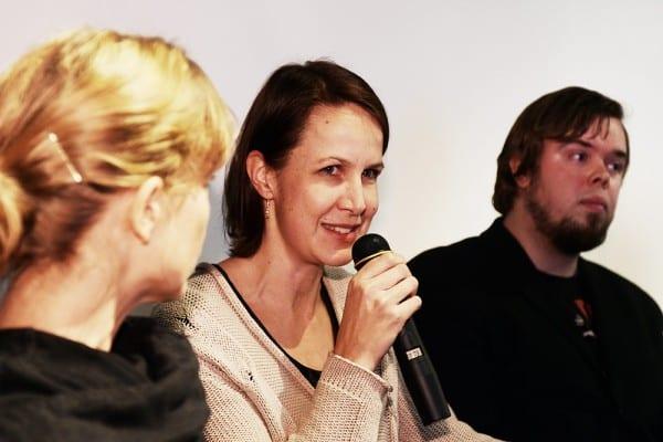 Toimittaja Jeanette Björkqvist, tutkija Veronika Honkasalo ja päämoderaattori Toni Kivinen.