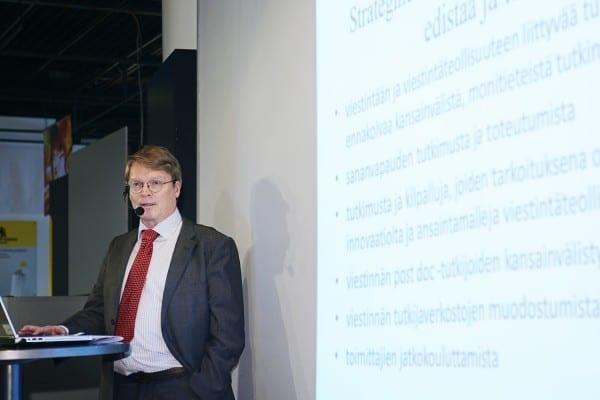 Professori Matti Sintonen.