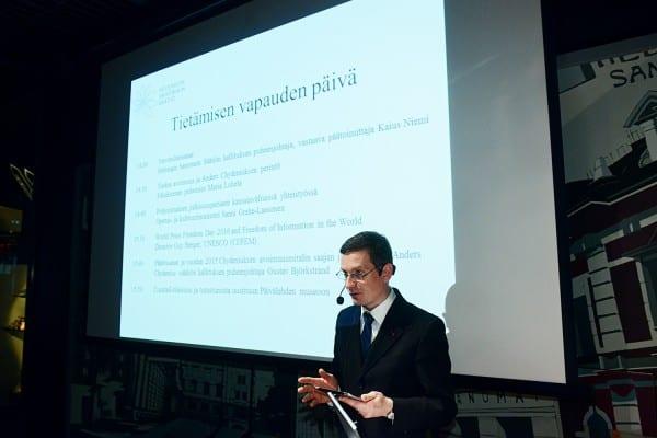 Helsingin Sanomain Säätiön hallituksen puheenjohtaja Kaius Niemi avasi seminaarin.