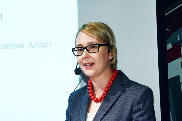 Eduskunnan puhemies Maria Lohela puhui tiedon avoimuudesta.