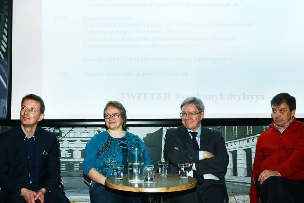 Panelistit ietosuojavaltuutettu Reijo Aarnio, teknologiajohtaja Aki Siponen (Microsoft), erikoistutkija Pentti Olin (Turvallisuuskomitean sihteeristö) sekä