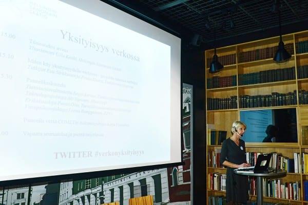 Yliasiamies Ulla Koski avasi seminaarin.