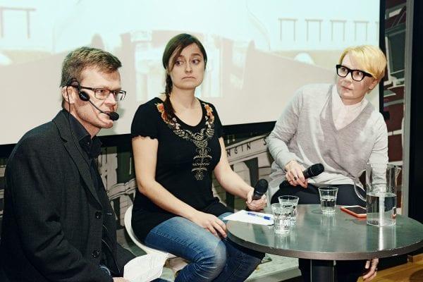 MTV:n toimittaja Janne Hopsu veti keskustelua.